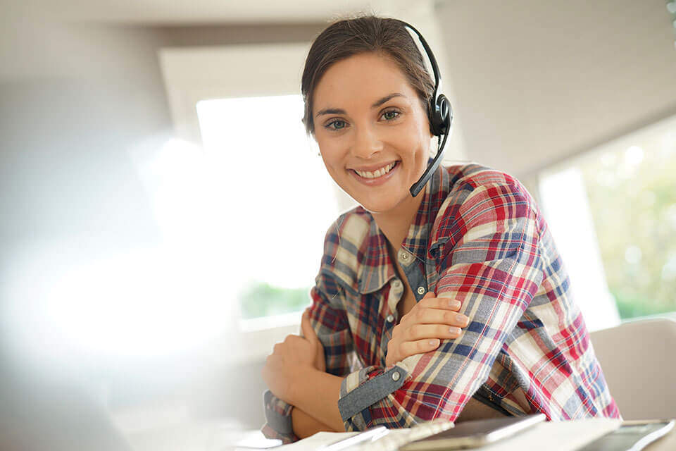 smiling-woman-with-headset